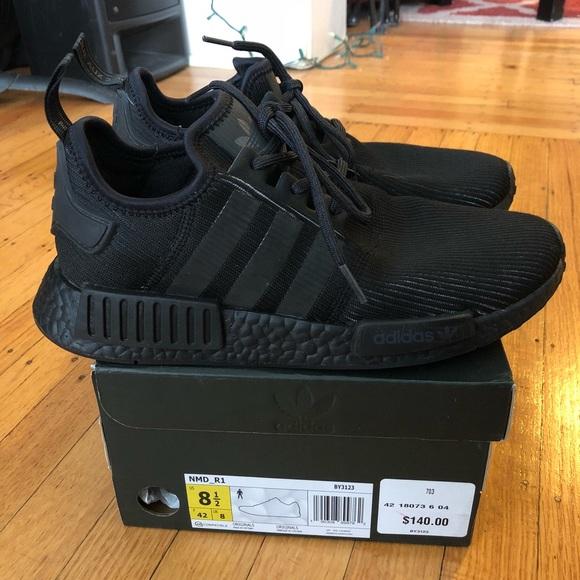 adidas nmd r1 triple black reflective